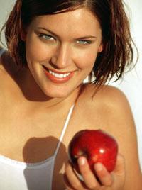 ALT: Ziele des ZF Gäuboden e.V. - Frau mit weissen Zähnen und Apfel